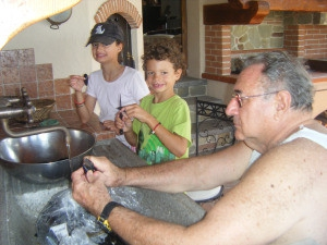 Cleaning mussels, for a great seafood pasta sauce